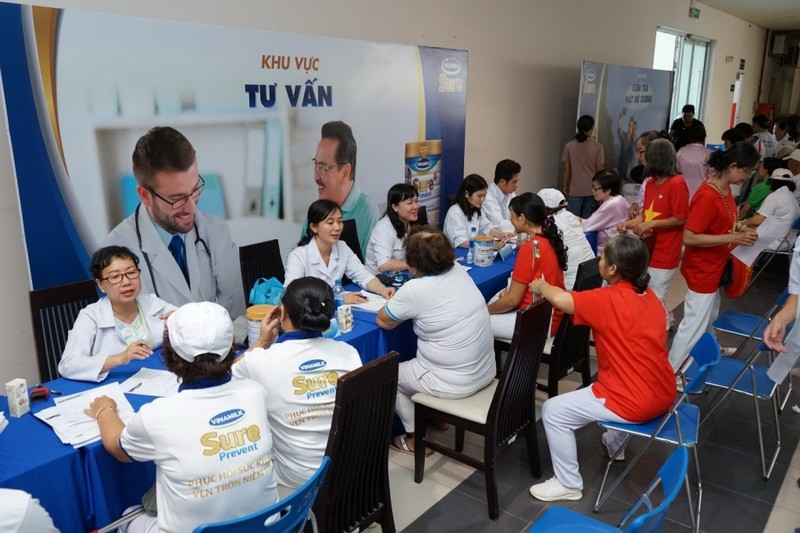 Vinamilk đồng hành cùng gần 3.000 người cao tuổi ở TP.HCM - ảnh 2