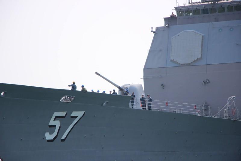 Uy lực 2 chiến hạm hộ tống tàu sân bay Mỹ đến Đà Nẵng - ảnh 10