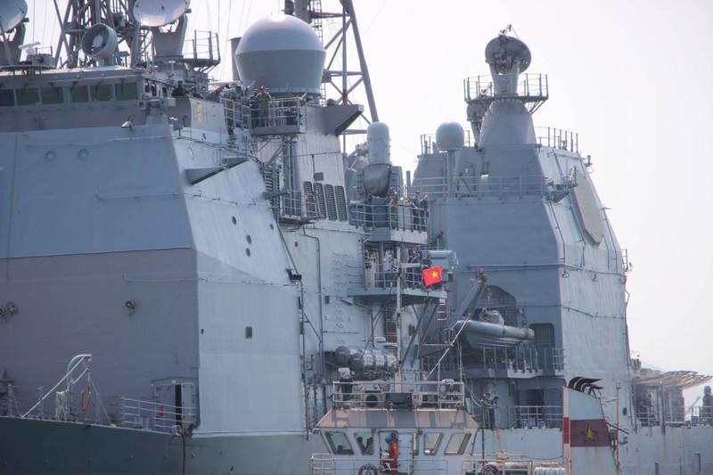 Uy lực 2 chiến hạm hộ tống tàu sân bay Mỹ đến Đà Nẵng - ảnh 9