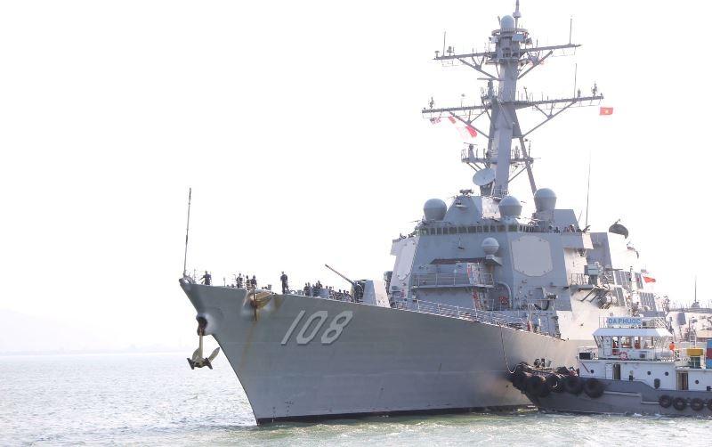 Uy lực 2 chiến hạm hộ tống tàu sân bay Mỹ đến Đà Nẵng - ảnh 5
