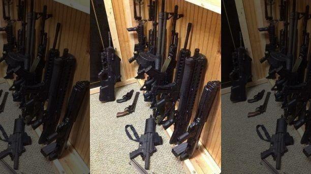 Joseph Nickell đưa lên Facebook hình ảnh vũ khí mình sở hữu. Ảnh: FACEBOOK