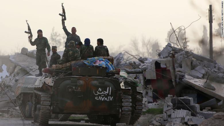Binh sĩ Syria tiến vào Đông Ghouta. Ảnh: CNN