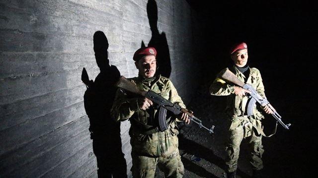 Quân Thổ Nhĩ Kỳ và phe nổi dậy Syria chiếm kho đạn của tay súng người Kurd ở Afrin (Syria). Ảnh YENI SAFAK