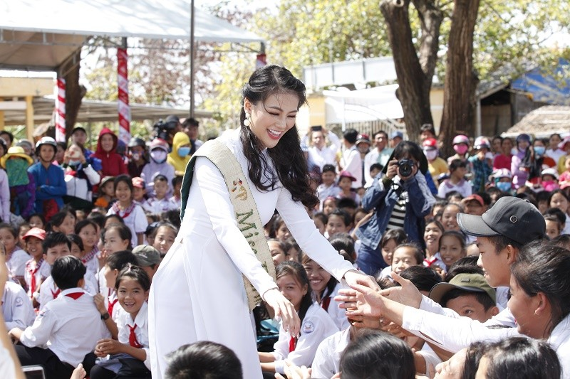 Hoa hậu Phương Khánh trồng cây rừng - ảnh 5