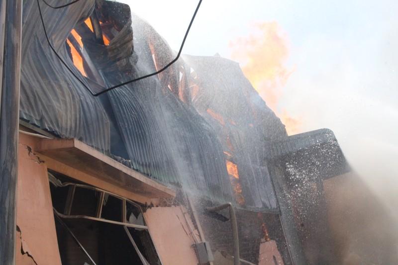 Biển lửa bao trùm công ty tại Bình Dương - ảnh 3