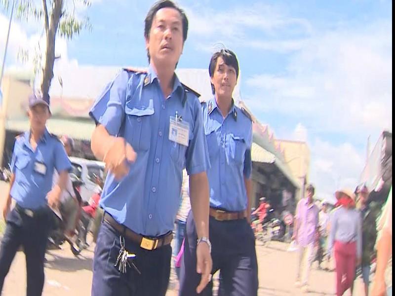 Phóng viên VTV tại Cần Thơ bị bảo vệ chợ cản trở tác nghiệp - ảnh 1