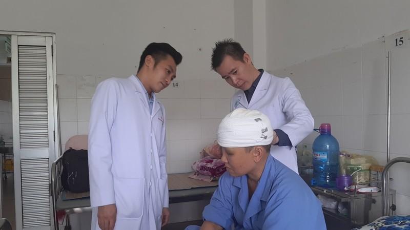 Sửa máy xay lúa, người phụ nữ bị lóc hết da đầu - ảnh 1