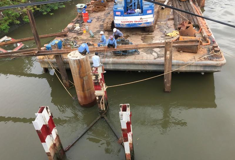 Nguy cơ nhiều cầu cũ, yếu bị tàu va là sập  - ảnh 6