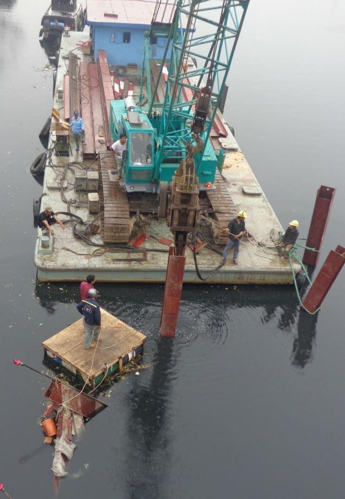 Nguy cơ nhiều cầu cũ, yếu bị tàu va là sập  - ảnh 3