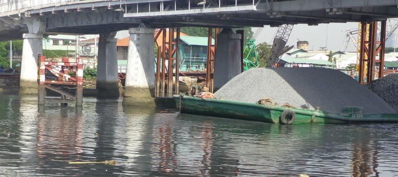 Nguy cơ nhiều cầu cũ, yếu bị tàu va là sập  - ảnh 7