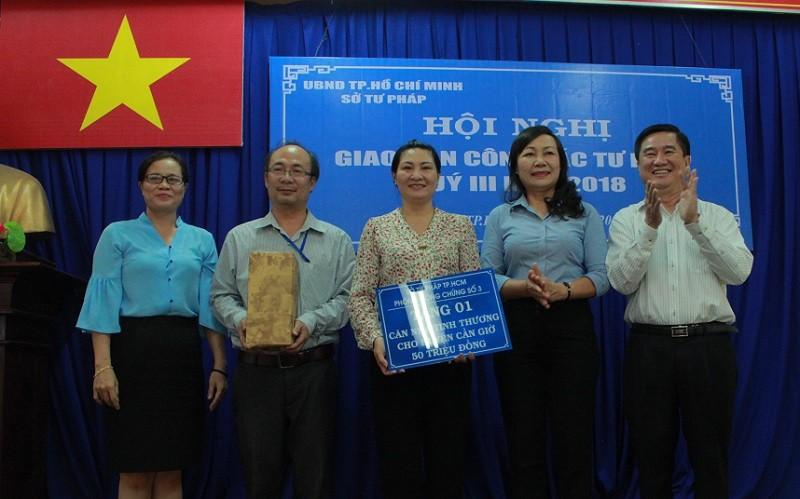 Sở Tư pháp TP.HCM trao nhà tình thương cho huyện Cần Giờ - ảnh 1