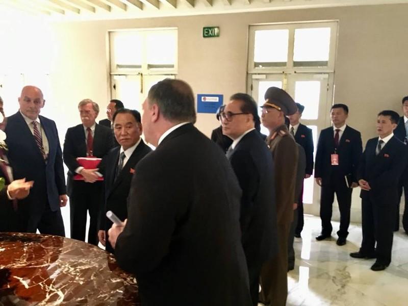 Hai ông Trump - Kim đang gặp riêng - ảnh 2