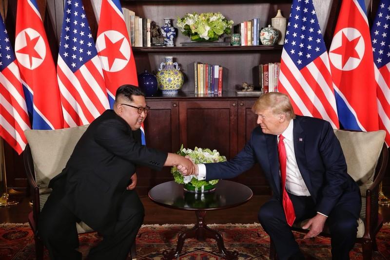Hai ông Trump - Kim đang gặp riêng - ảnh 1