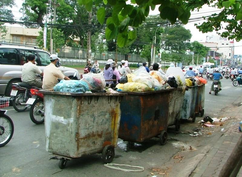Mạnh tay xử lý xả rác, tiểu bậy ở đường phố - ảnh 1