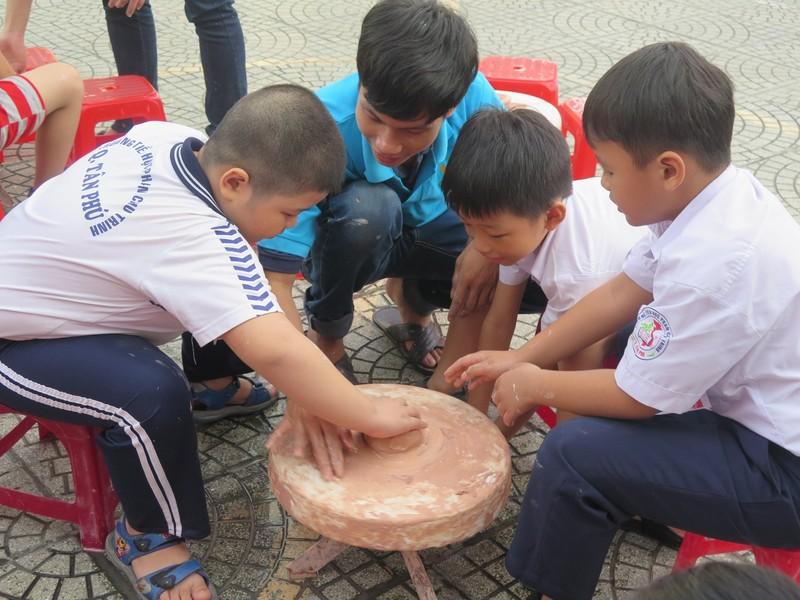 Trò tiểu học thích thú với ngày hội trò chơi dân gian - ảnh 10