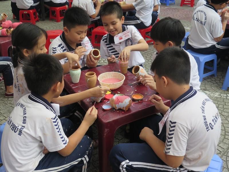 Trò tiểu học thích thú với ngày hội trò chơi dân gian - ảnh 13