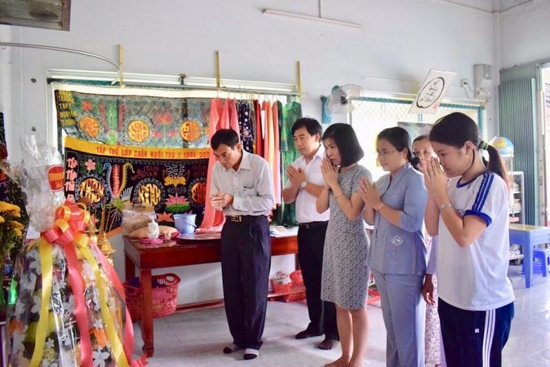 Thủ tướng tri ân một giáo viên đã khuất - ảnh 1