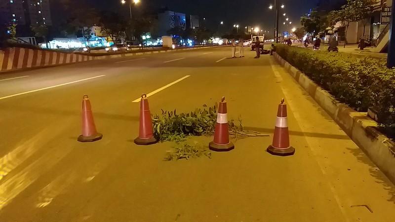 Cụ bà bị xe máy tông tử vong khi sang đường Phạm Văn Đồng - ảnh 1