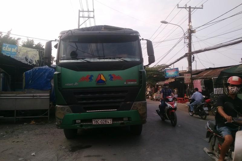 Lại thêm người bị xe tải cán chết ở vùng ven TP.HCM - ảnh 2