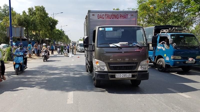 Quận Bình Tân: Cô gái ngã xuống đường, bị xe ben cán tử vong - ảnh 1