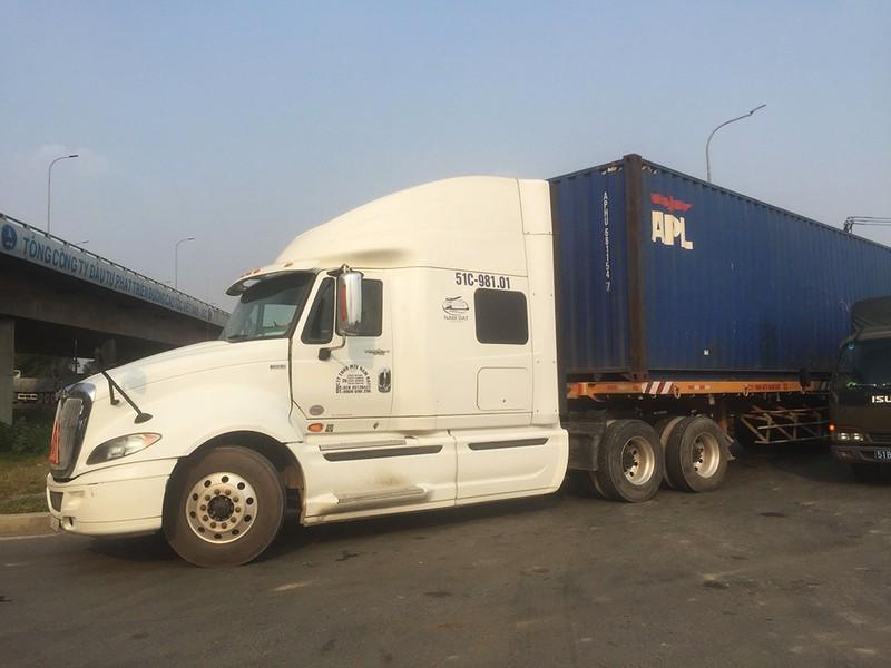Container lại cán chết người trên đường Nguyễn Duy Trinh - ảnh 1