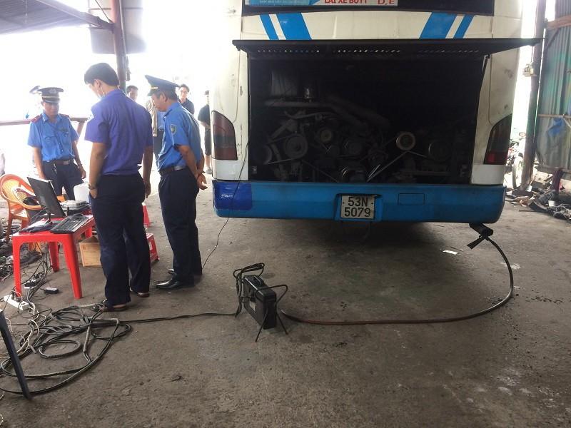 Phạt nhiều tài xế xe buýt để khí thải vượt quy định - ảnh 2