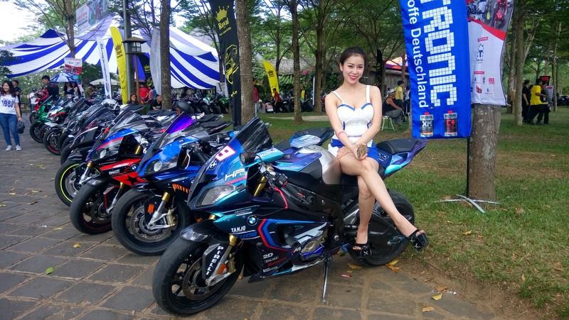 Bóng hồng làm 'nóng' đại hội mô tô lớn nhất Việt Nam - ảnh 1