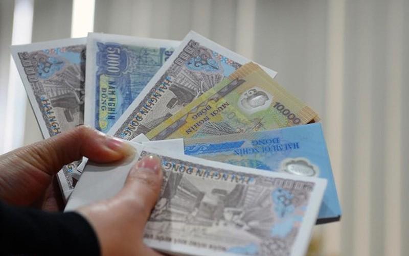Nhộn nhịp đổi tiền lì xì năm mới, phí cắt cổ 400% - Ảnh 2.