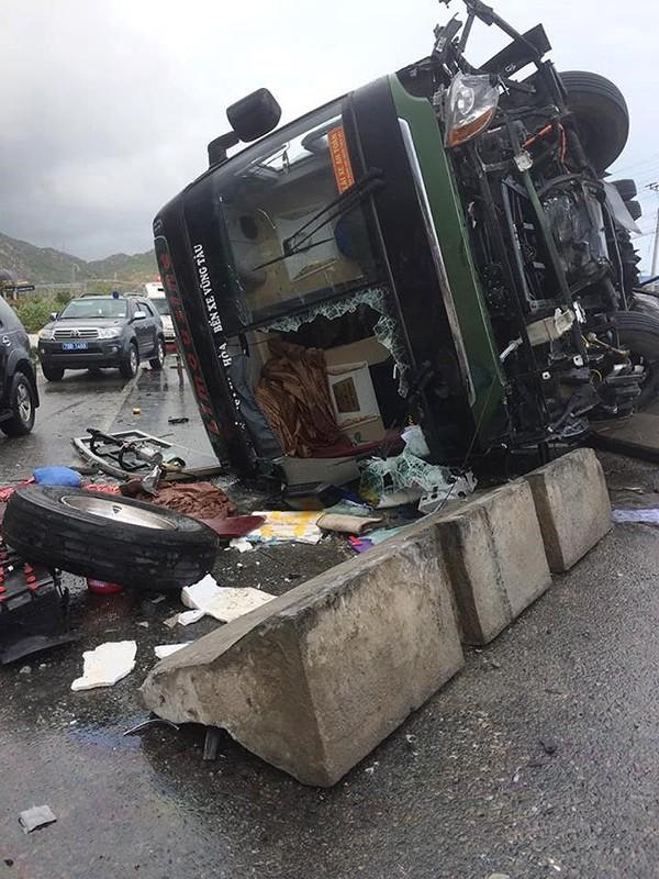 Xe khách lật ở Bình Thuận, nhiều người bị thương - ảnh 2
