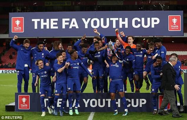 Hạ nhục Arsenal, Chelsea vô địch FA Cup - ảnh 1