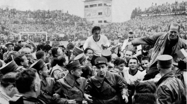 Ký ức World Cup: Nhà vô địch thua đậm nhất lịch sử - ảnh 2