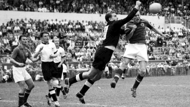 Ký ức World Cup: Nhà vô địch thua đậm nhất lịch sử - ảnh 4