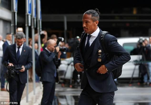 Ronaldo bảnh bao dẫn đầu đội tuyển Bồ Đào Nha bay đến Nga - ảnh 8