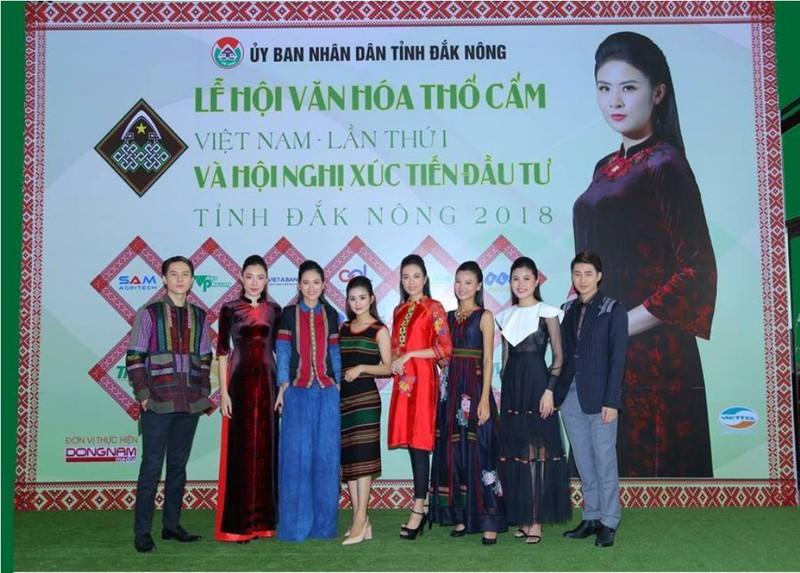 Hoa hậu Ngọc Hân, H'Hen Niê tham dự lễ hội VH thổ cẩm - ảnh 1