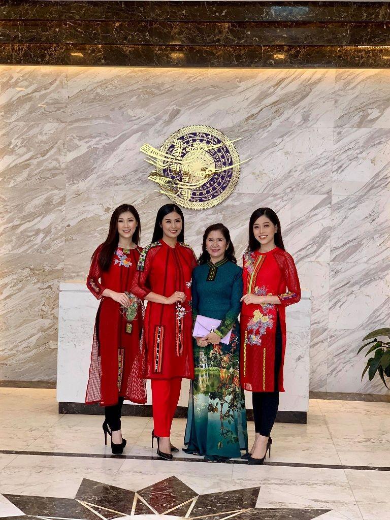 Hoa hậu Ngọc Hân, H'Hen Niê tham dự lễ hội VH thổ cẩm - ảnh 2