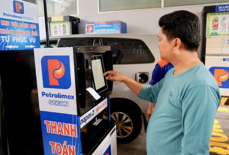 11 cửa hàng bán xăng tự động kiểu mới tại TP.HCM có gì lạ? - ảnh 1