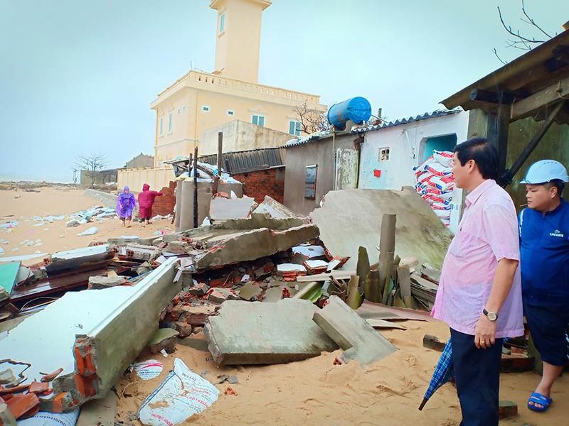 Triều cường, sóng lớn đánh sập nhiều căn nhà ở Phú Yên - ảnh 2