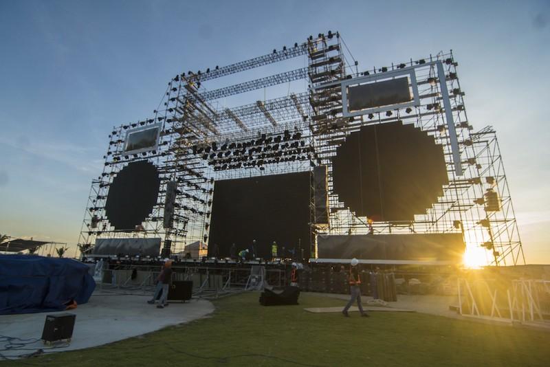 Cận cảnh 200 tấn thiết bị cho sân khấu Luis Fonsi diễn  - ảnh 3