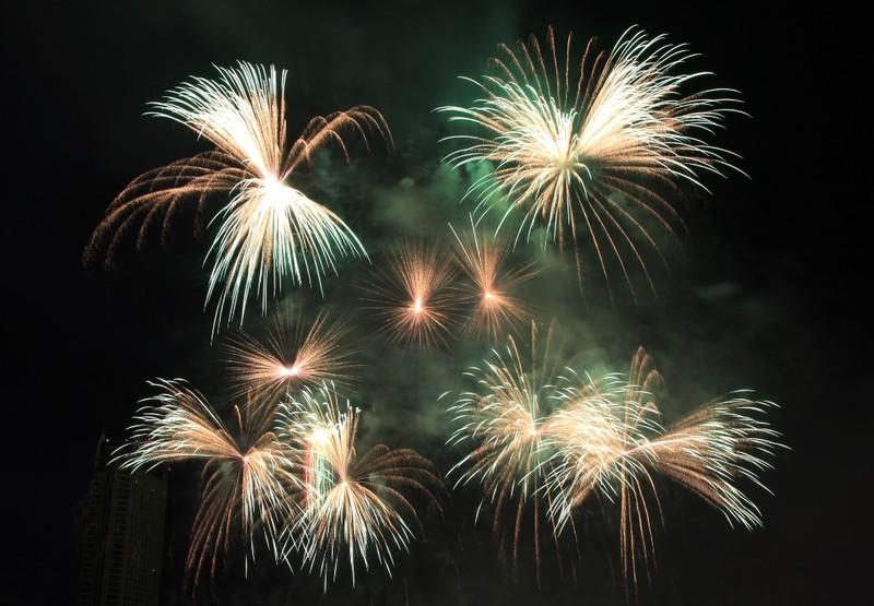 Huyền diệu pháo hoa Mỹ được chơi trên nền nhạc thập niên 70 - ảnh 2