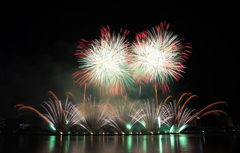 Tròn xoe mắt ngắm pháo hoa đậm chất Ý ở Đà Nẵng - ảnh 2