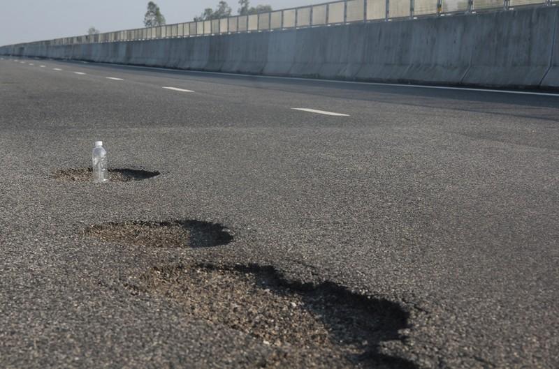Xem xét dừng thu phí cao tốc Đà Nẵng-Quảng Ngãi vì ổ gà - ảnh 1