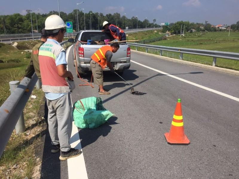 Xem xét dừng thu phí cao tốc Đà Nẵng-Quảng Ngãi vì ổ gà - ảnh 2