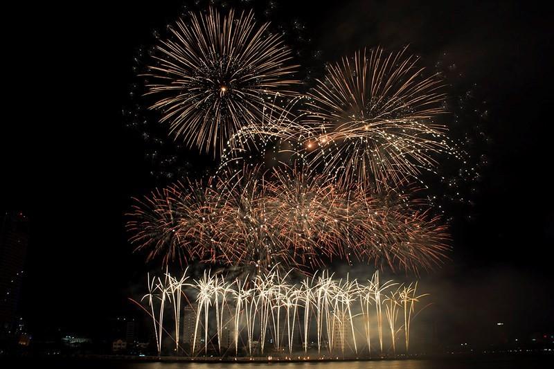 Đà Nẵng ứng phó nạn 'chặt chém' trong lễ hội pháo hoa - ảnh 1
