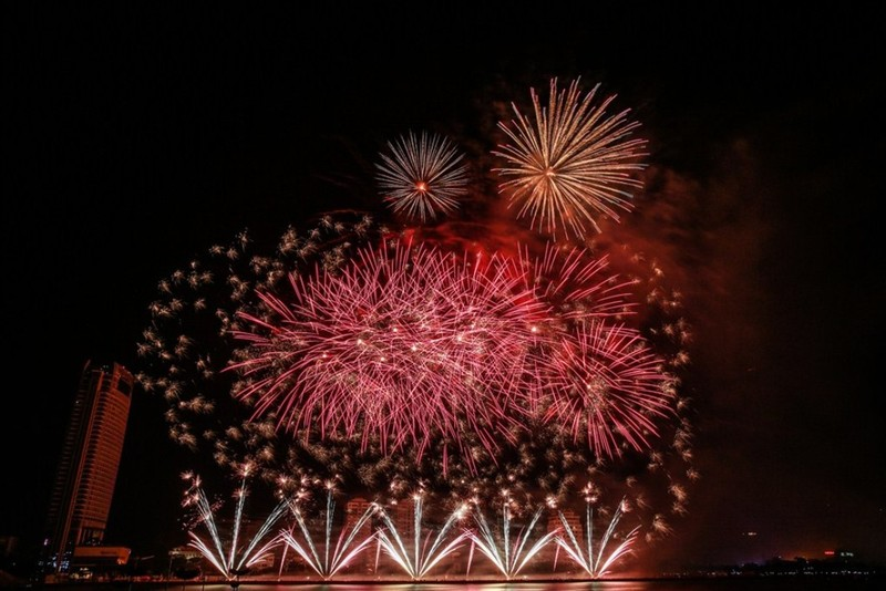 Đêm khai mạc lễ hội pháo hoa quốc tế có gì? - ảnh 1