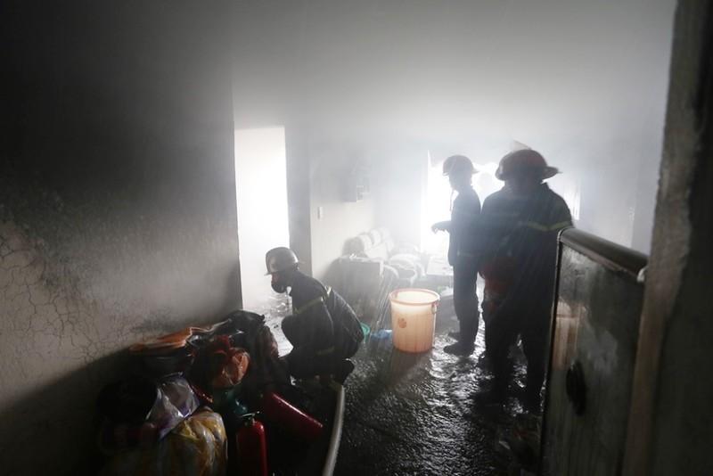 Sau tiếng nổ, khói bốc lên trong căn hộ chung cư - ảnh 3