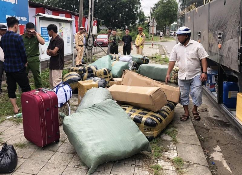 Phát hiện nhiều xe chở hàng không rõ nguồn gốc ở Đà Nẵng  - ảnh 2