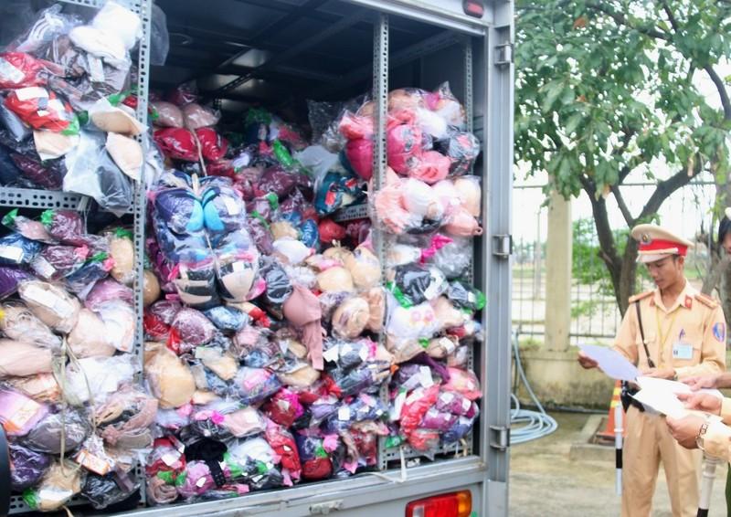 Phát hiện nhiều xe chở hàng không rõ nguồn gốc ở Đà Nẵng  - ảnh 1
