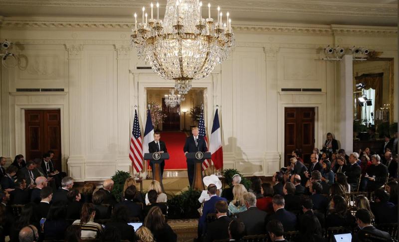 Quang cảnh cuộc họp báo chung sau cuộc gặp song phương của Tổng thống Mỹ Donald Trump (phải) và Tổng thống Pháp Emmanuel Macron, tại Nhà Trắng ngày 24-4. Ảnh: REUTERS