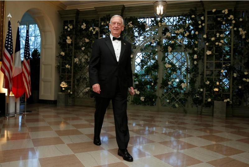 Bộ trưởng Quốc phòng Mỹ James Mattis đến dự buổi tiệc tối cấp nhà nước đón tiếp Tổng thống Pháp Emmanuel Marcon tại Nhà Trắng ngày 24-4. Ảnh: REUTERS