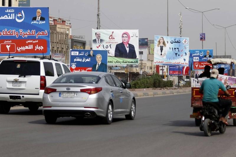 Áp phích cổ động cuộc bầu cử quốc hội trên đường phố TP Basra (Iraq). Ảnh: GETTY IMAGES